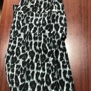 TC snow leopard leggings worn once!
